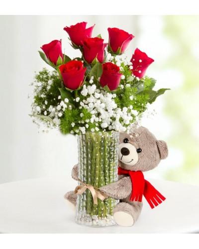 Gülümse Sevgilim Vazoda 7 Kırmızı Gül Aranjmanı