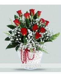 Mutluluk Bahçesi Vazoda Kırmızı Güller