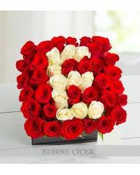 Kişiye Özel Aşkın Baş Harfi Kırmızı Gül Aranjmanı