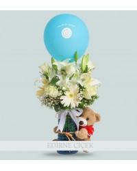 Yeni Bebek Temalı Vazoda Beyaz Çiçekler